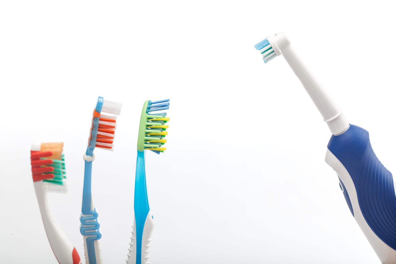 Manuel Diş Fırçanızı Değerlendirmenin 8 Pratik Yolu Uplifers