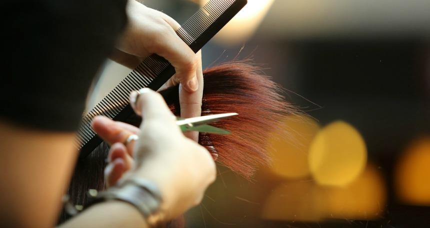 Ara ara saçlarınızı kestirmek saçlarınızın daha sağlıklı uzamasına yardımcı olur