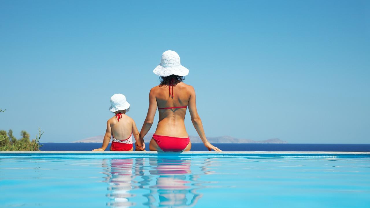 Havuza gitmek, en iyi anne-çocuk aktivitelerinden biridir.