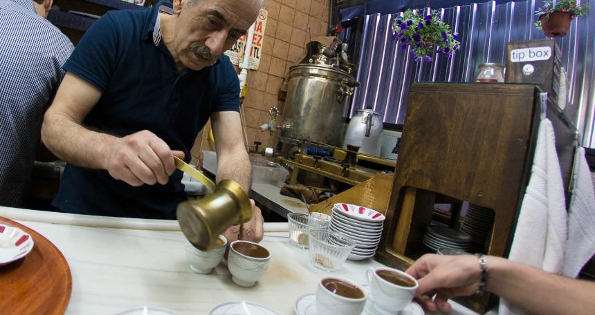Mandabatmaz Kahvecisi  Kahve tutkunlarının aklını başından alacak 7 mekan Mandabatmaz Kahvecisi