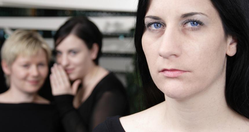 Mobbingin en rahatsız edici hallerinden biri de dedikodudur