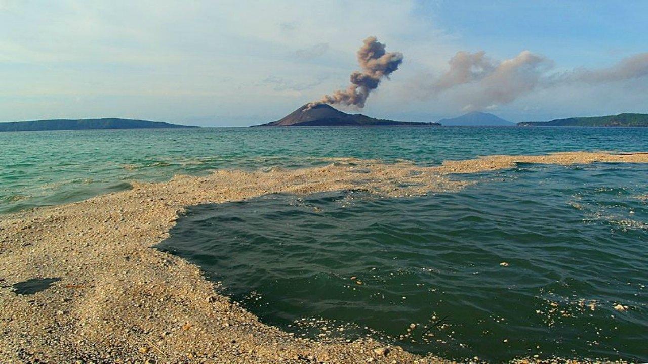 krakatau-caldera-mf8539