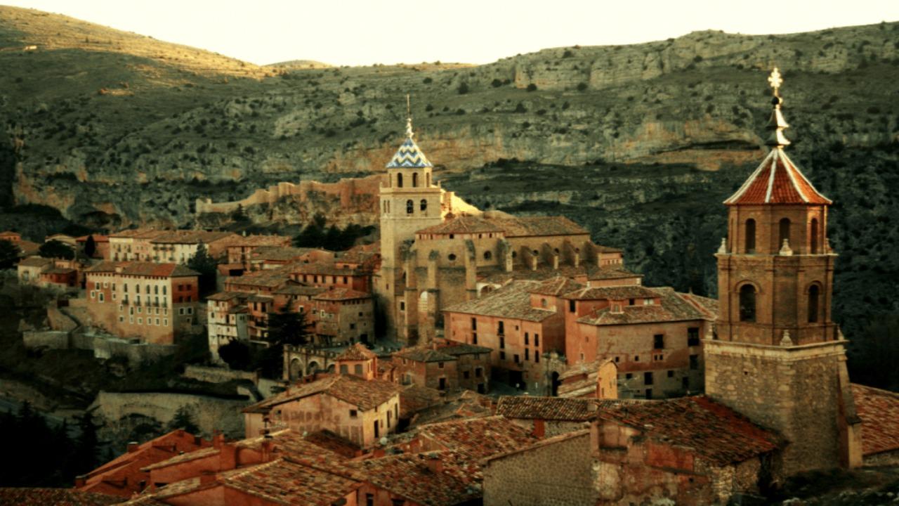 Albarracin-İspanya  Avrupa'da ziyaret etmeniz gereken küçük ama eşsiz şehirler Albarracin  C4 B0spanya