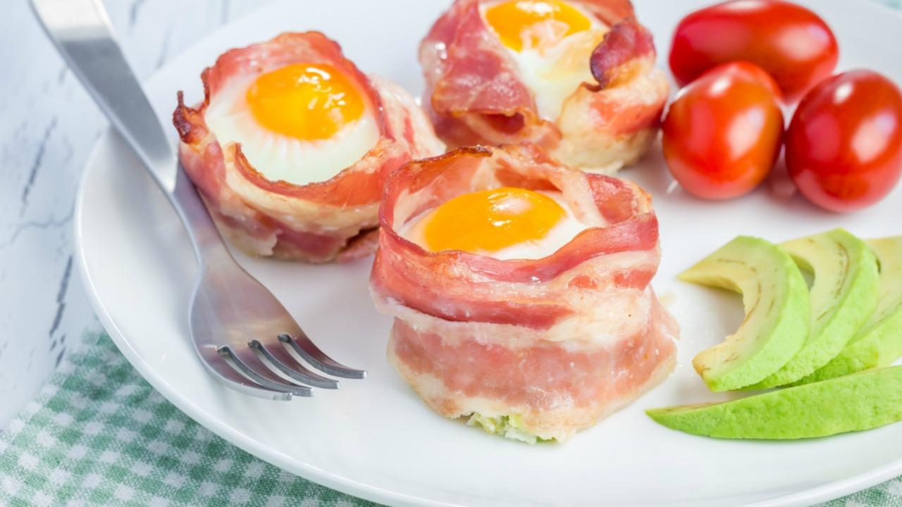 Baconlı yumurta kupları