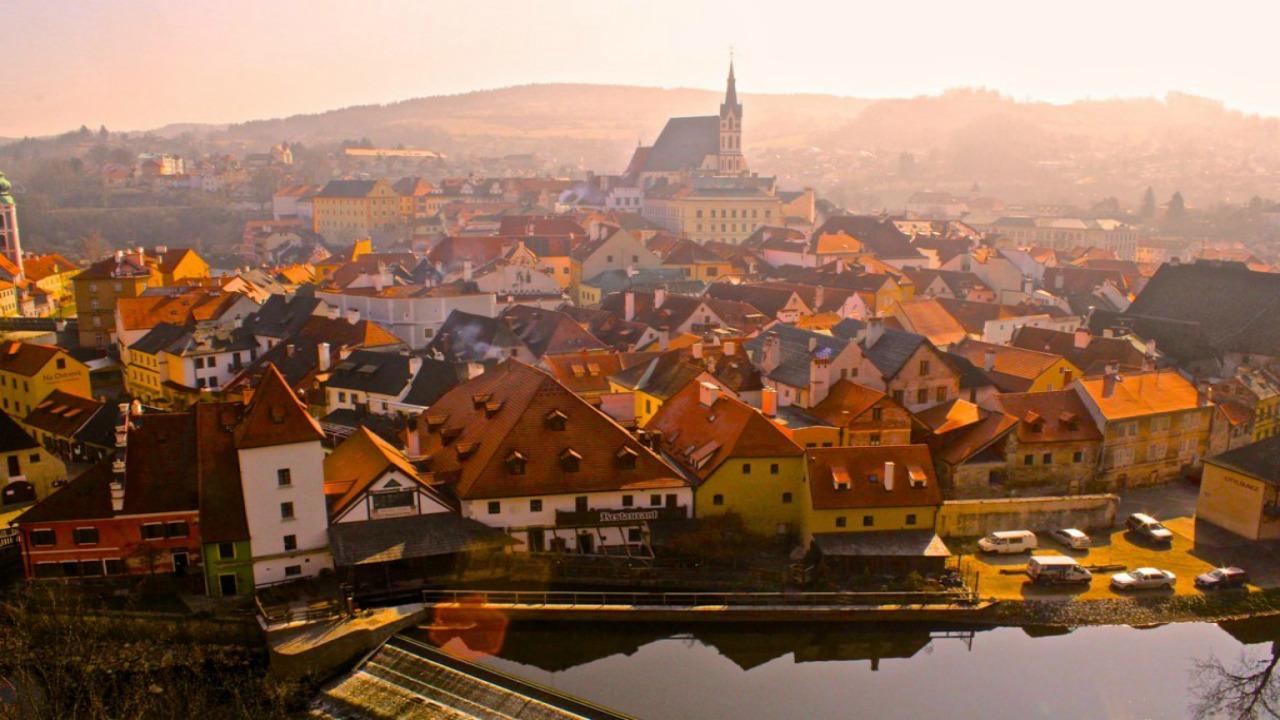 Cesky Krumlov,-Çek Cumhuriyeti  Avrupa'da ziyaret etmeniz gereken küçük ama eşsiz şehirler Cesky Krumlov  C3 87ek Cumhuriyeti