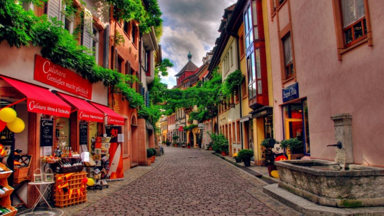 Freiburg-Almanya  Avrupa'da ziyaret etmeniz gereken küçük ama eşsiz şehirler Freiburg Almanya