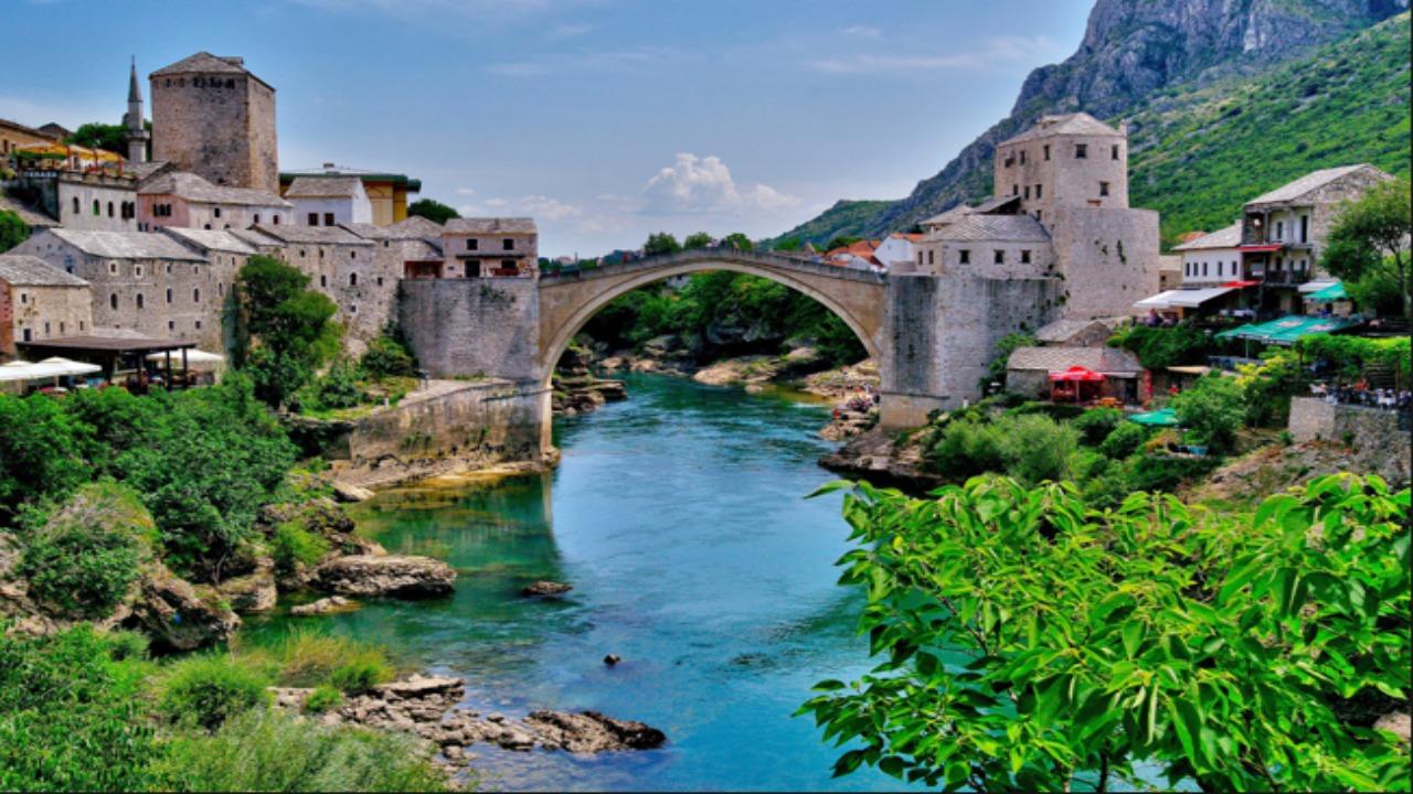 Mostar-Bosna-Hersek  Avrupa'da ziyaret etmeniz gereken küçük ama eşsiz şehirler Mostar Bosna Hersek