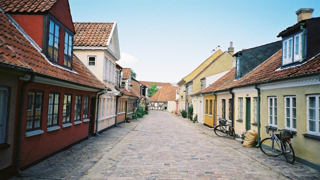 Odense Danimarda  Avrupa'da ziyaret etmeniz gereken küçük ama eşsiz şehirler Odense Danimarda