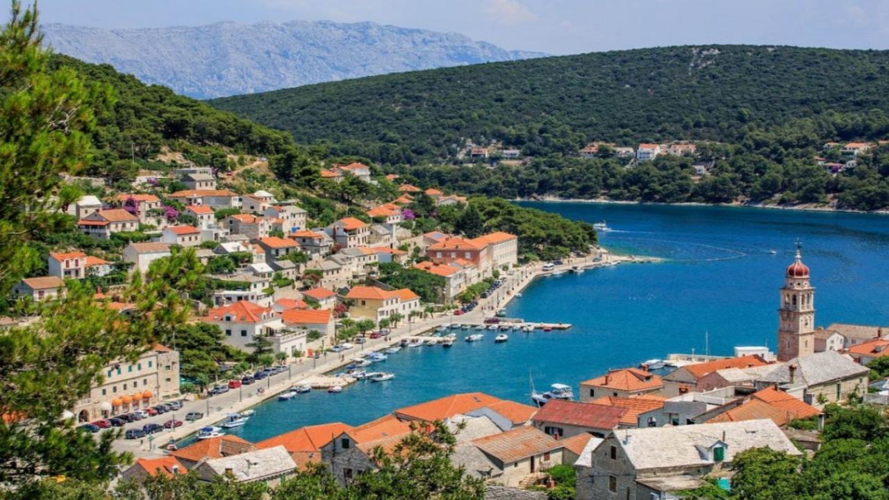 Pucisca-Hırvatistan  Avrupa'da ziyaret etmeniz gereken küçük ama eşsiz şehirler Pucisca H C4 B1rvatistan