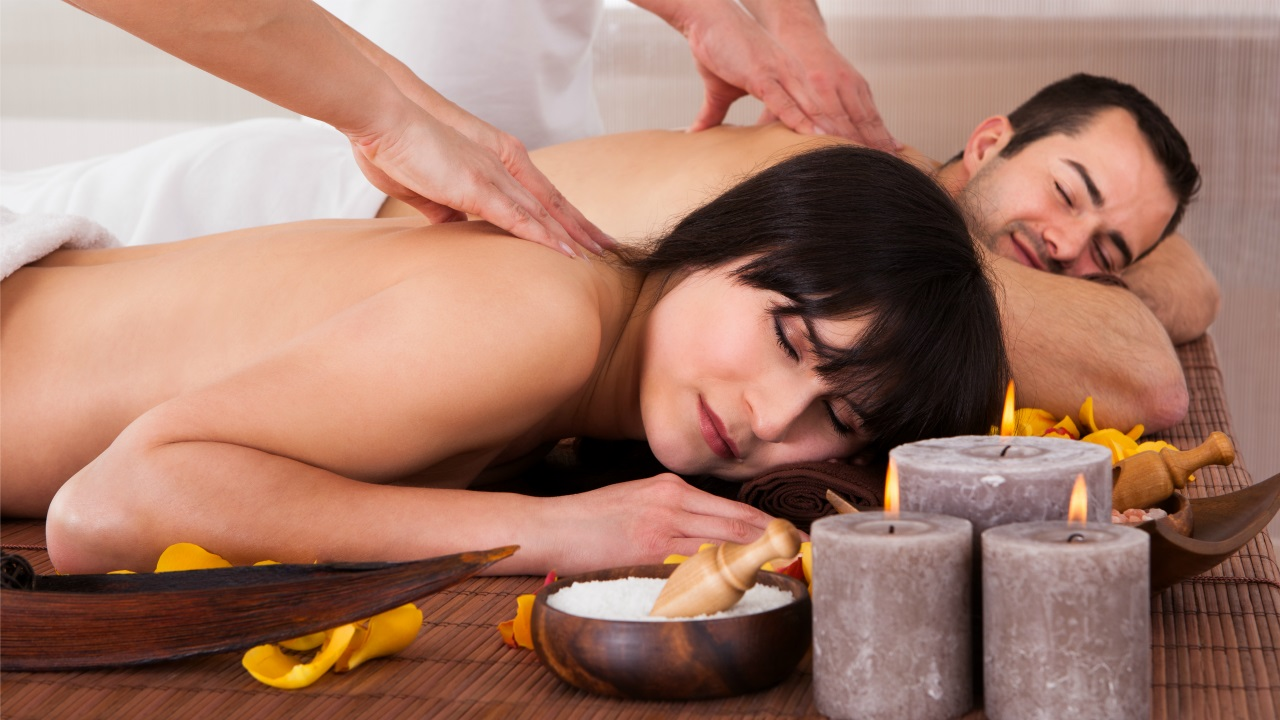 Фотки массажа которая мужчини делает женщинам 1 фотография
