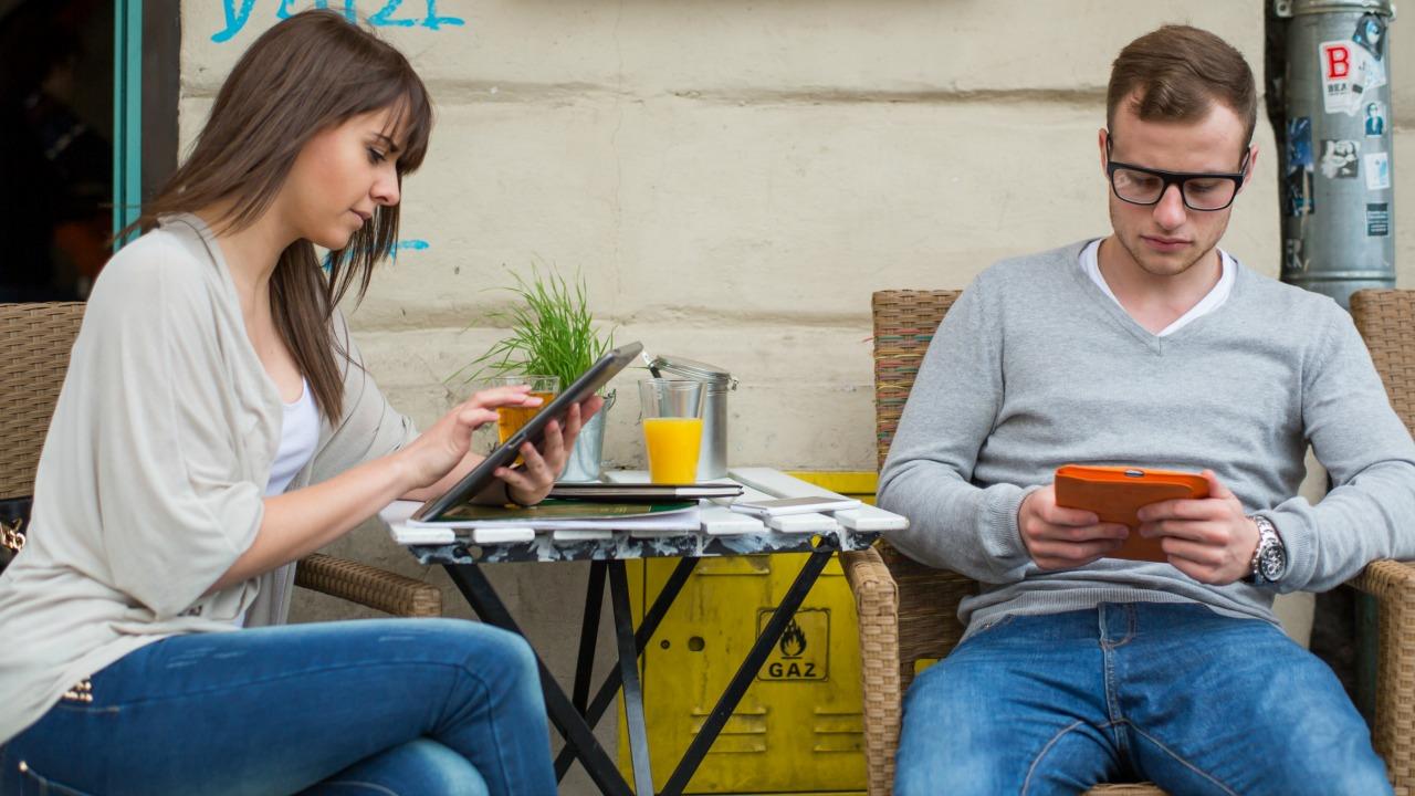 İnsanlar neden yanlış zamanlarda telefonlarıyla ilgilenir?  İnsanlar neden yanlış zamanlarda telefonlarıyla ilgilenir? teknoloji ba C4 9F C4 B1ml C4 B1l C4 B1 C4 9F C4 B1 2