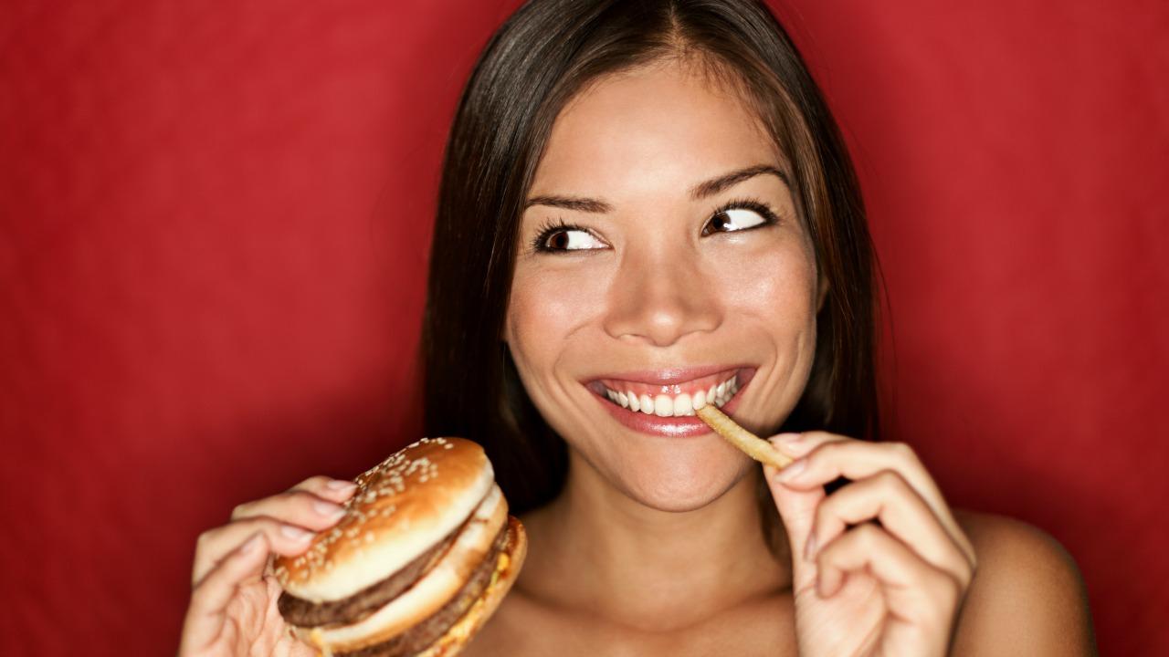 sağlıksız yiyecek  Sağlıksız yiyecekleri neden arzuluyoruz? sagliksiz yiyecek