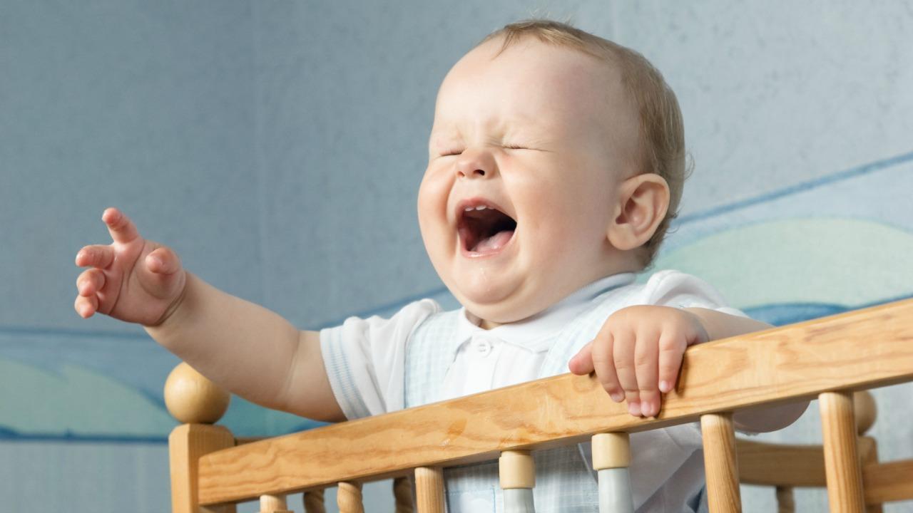 ağlayan bebek  Birine bağlanmaya mecbur muyuz? aglayan bebek