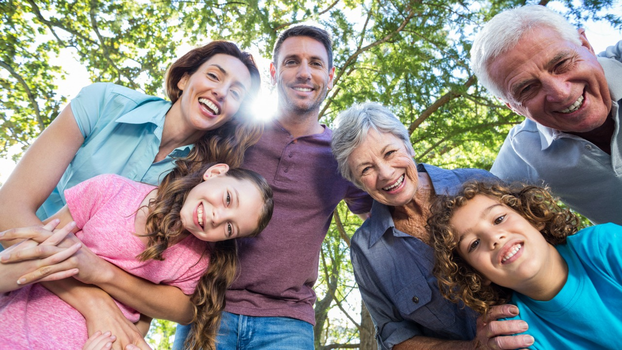 living in extended family Filipinos are known for close family ties but there will always be advantages and disadvantages in living under one roof with one's extended family.