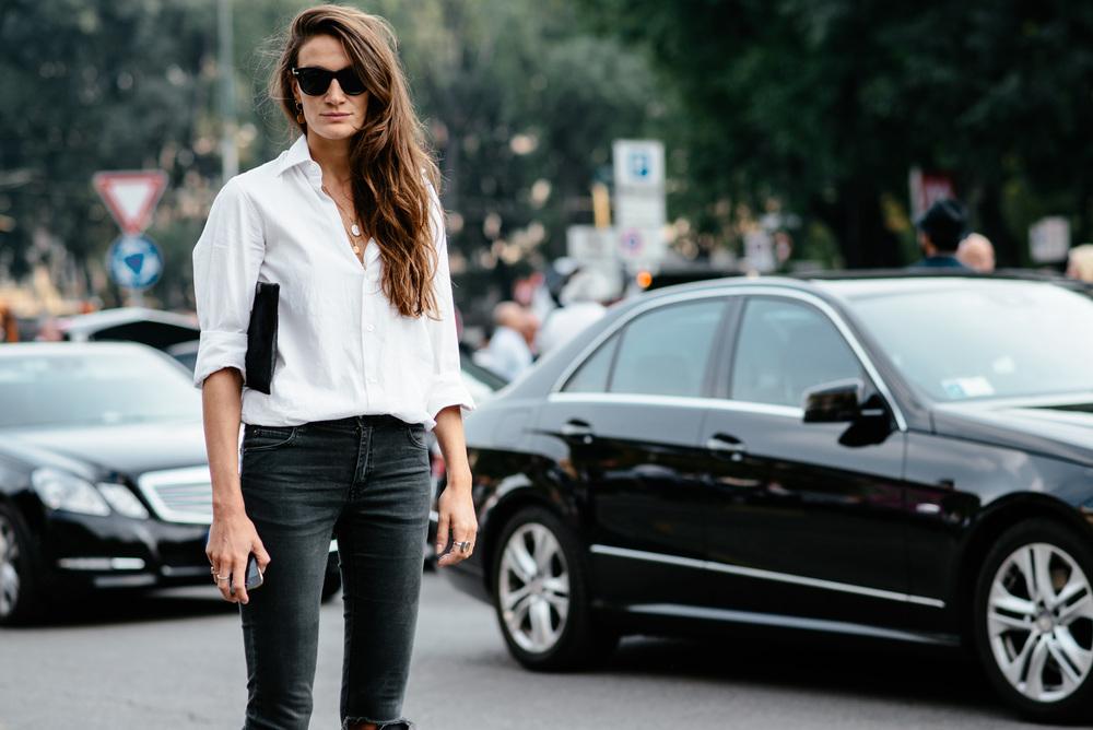 kadın modasında klasikler - beyaz gömlek