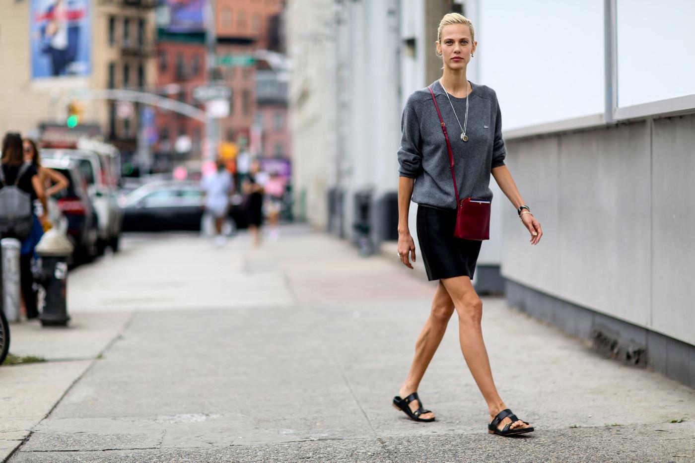 kadın modasında klasikler - bisiklet yaka kazak  Her kadının dolabında olması gereken 13 zamansız parça kadin modasinda klasikler bisiklet yaka kazak