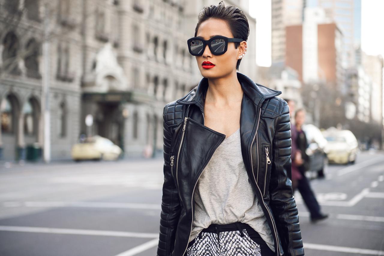 Her kadının dolabında olması gereken 13 zamansız parça kadin modasinda klasikler deri ceket