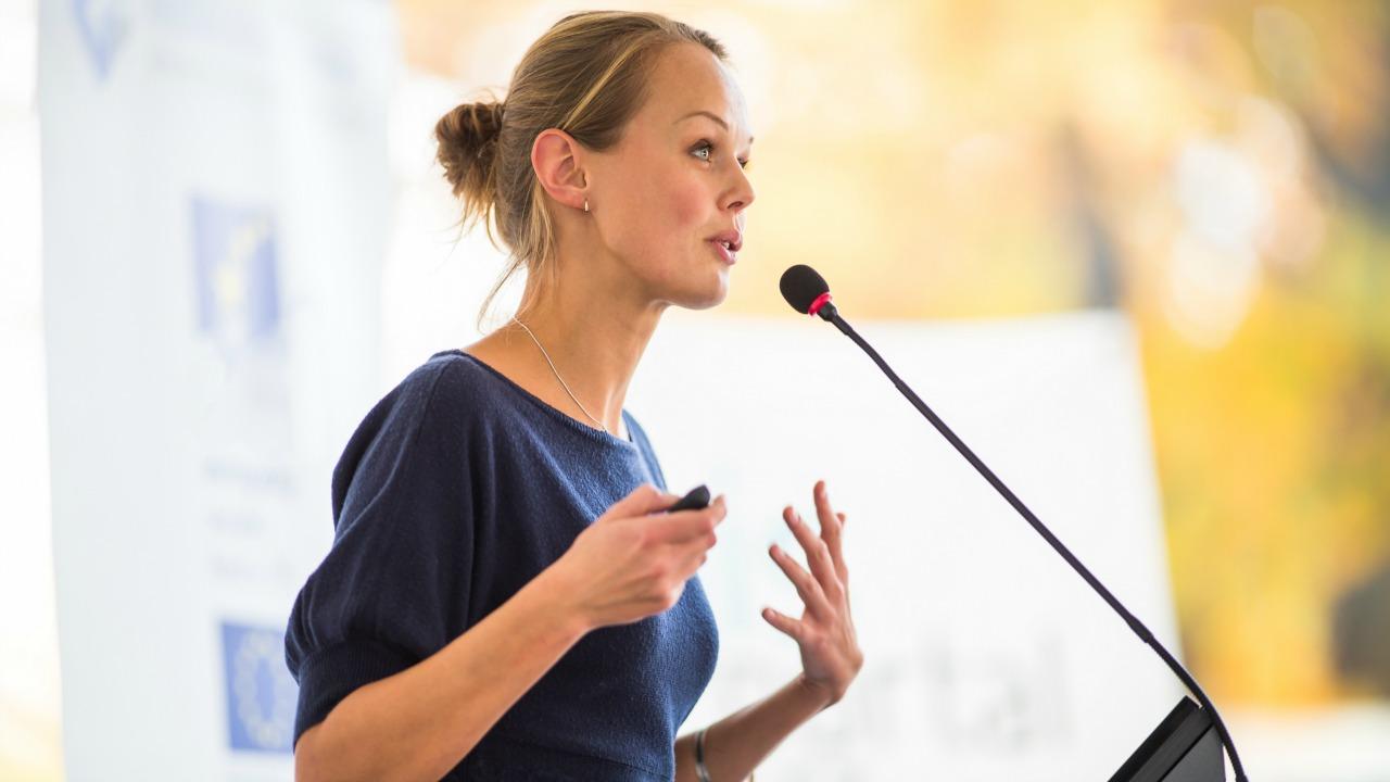 konuşma  Bilinen en iyi yolla insanları etkilemek: Topluluk önünde konuşmanın incelikleri konusma