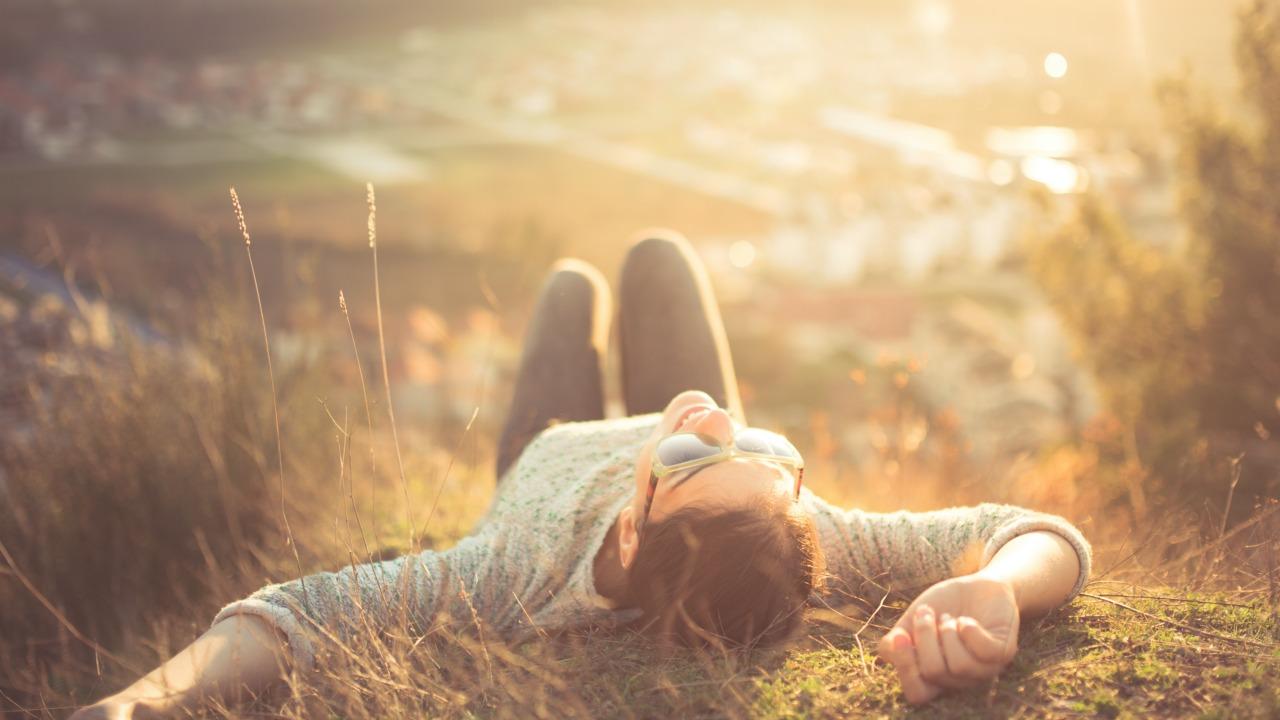 Nörobilimcilere göre daha mutlu olmanızı sağlayacak 4 şey  Nörobilimcilere göre daha mutlu olmanızı sağlayacak 4 şey mutluluk 03