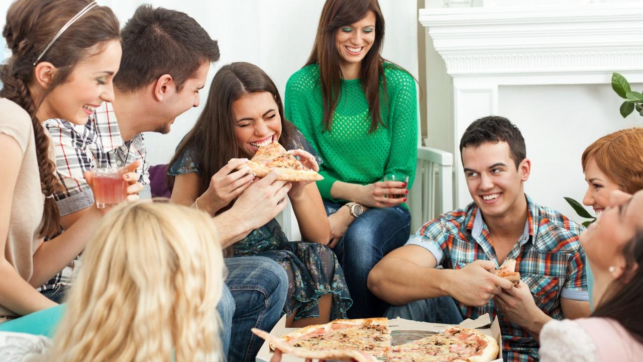 yeme davranışını etkileyen faktörler  Neyi ne kadar yiyeceğinizi belirleyen ilginç faktörler yeme davranisini etkileyen faktorler