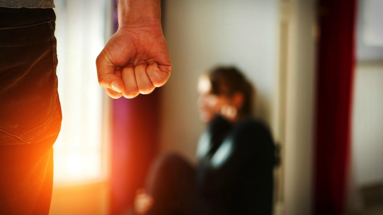 Eşinizin size şiddet uygulayıp uygulamadığını nasıl anlarsınız?  Eşinizin size şiddet uygulayıp uygulamadığını nasıl anlarsınız? siddet 01