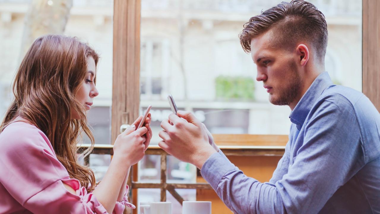 tinder  Bilim erkeklere niçin Tinder kullandıklarını sordu: Cevaplar kadınlarınkinden daha farklı tinder