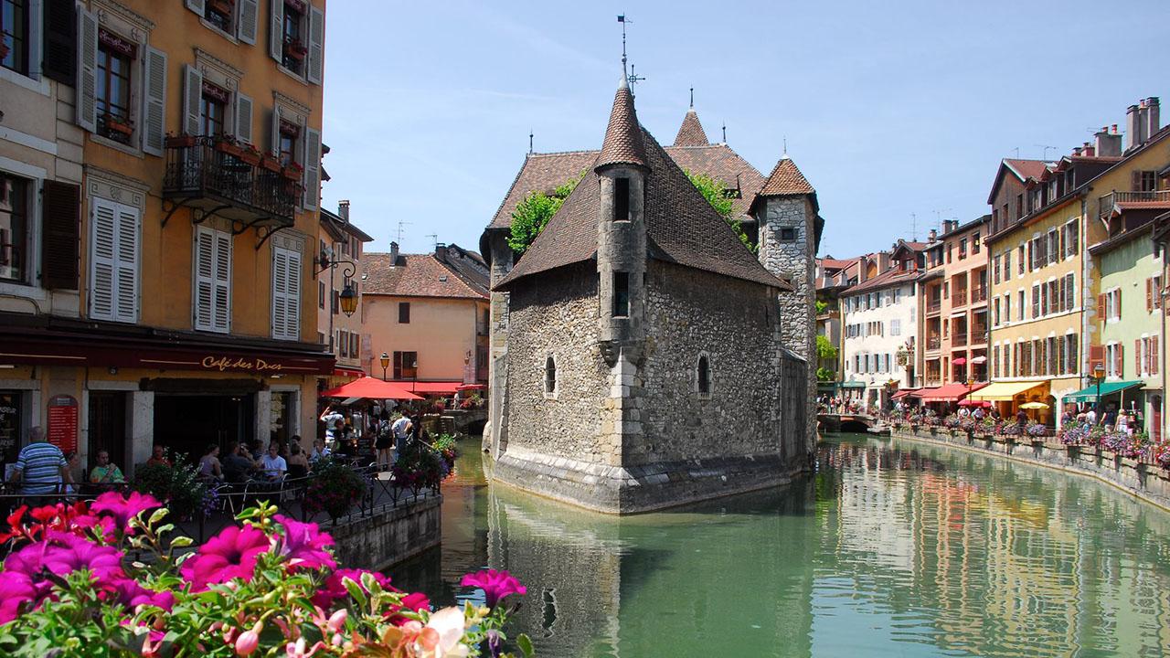 Annecy  Fransa'da masalsı güzellikte mutlaka görmeniz gereken kasabalar Annecy