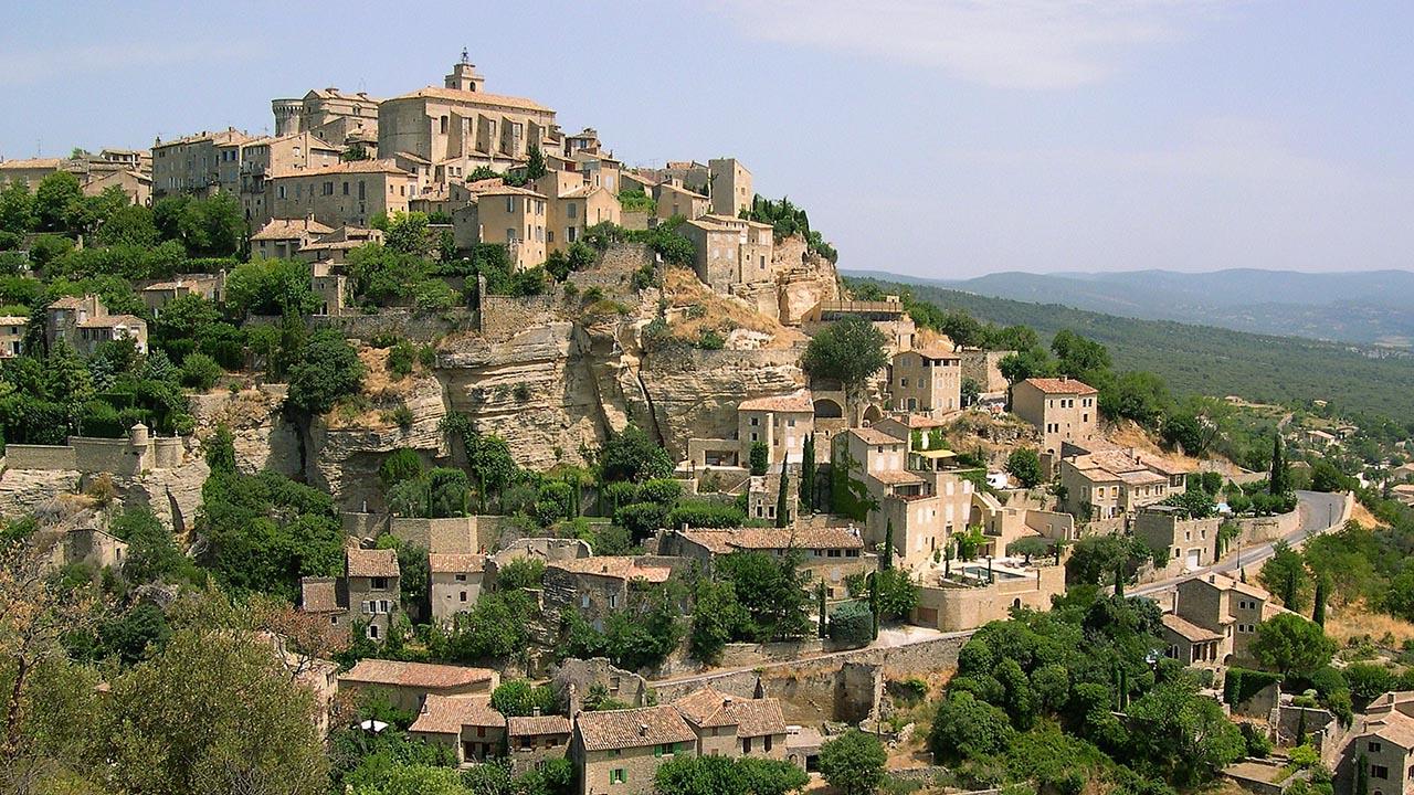 Gordes  Fransa'da masalsı güzellikte mutlaka görmeniz gereken kasabalar Gordes