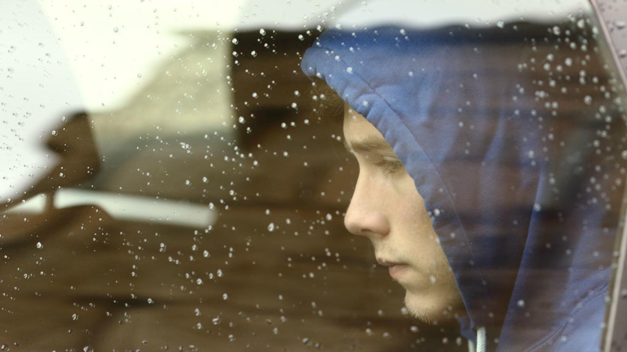 Stres, genç kızların ve erkeklerin beyinlerinde farklı etkiler yaratıyor