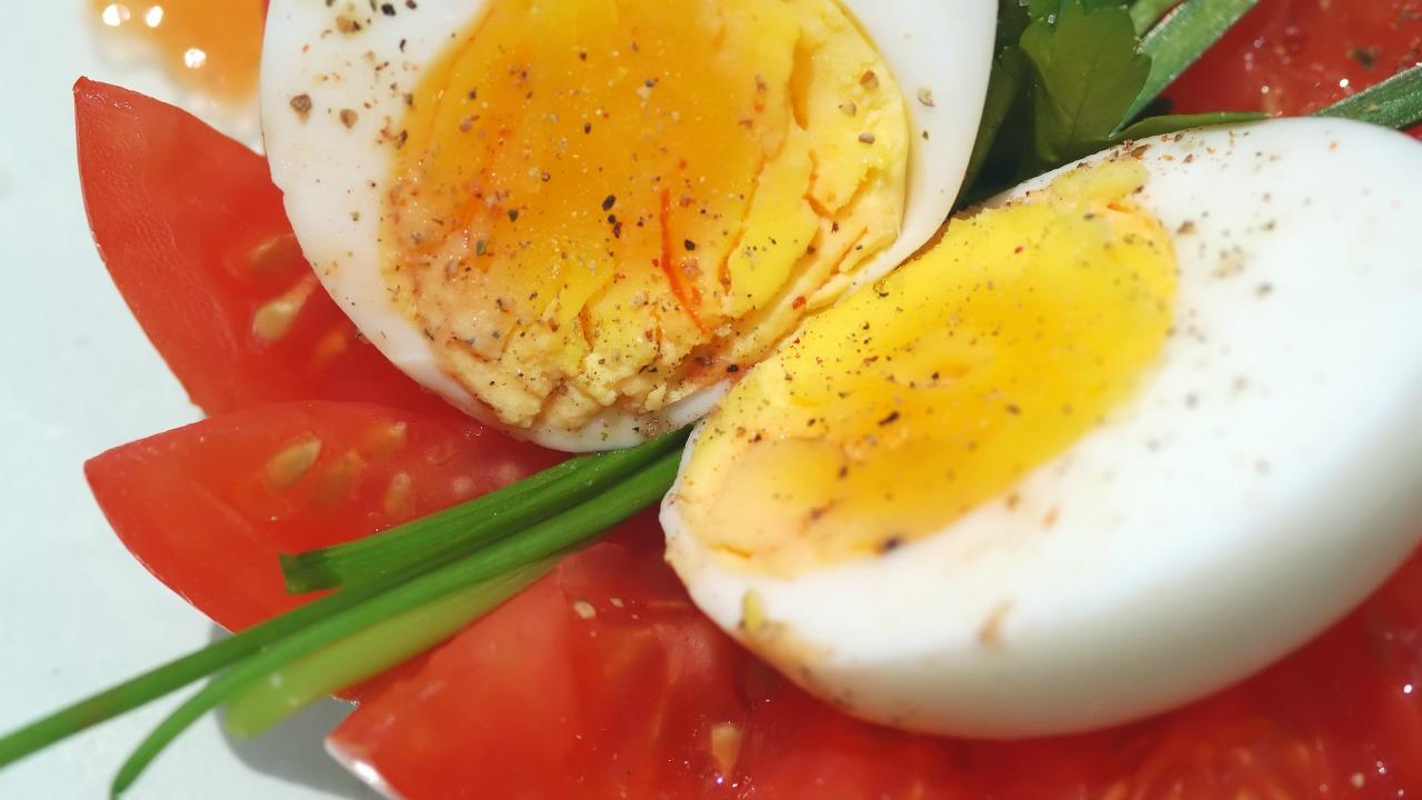 Evde kahvaltı edemeyenler için yumurtayla hazırlanan pratik tarifler