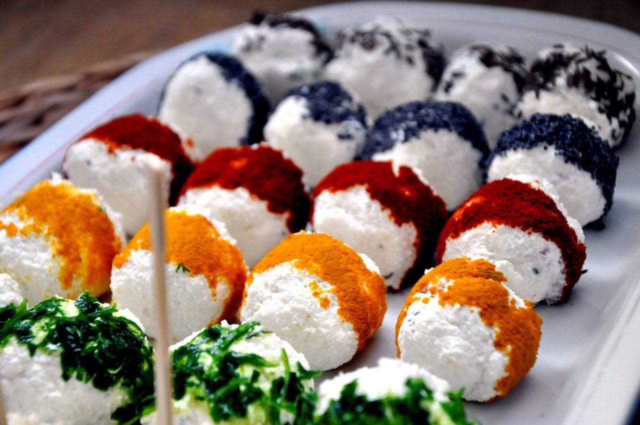 Сырные шарики закуска  № 1054490  скачать