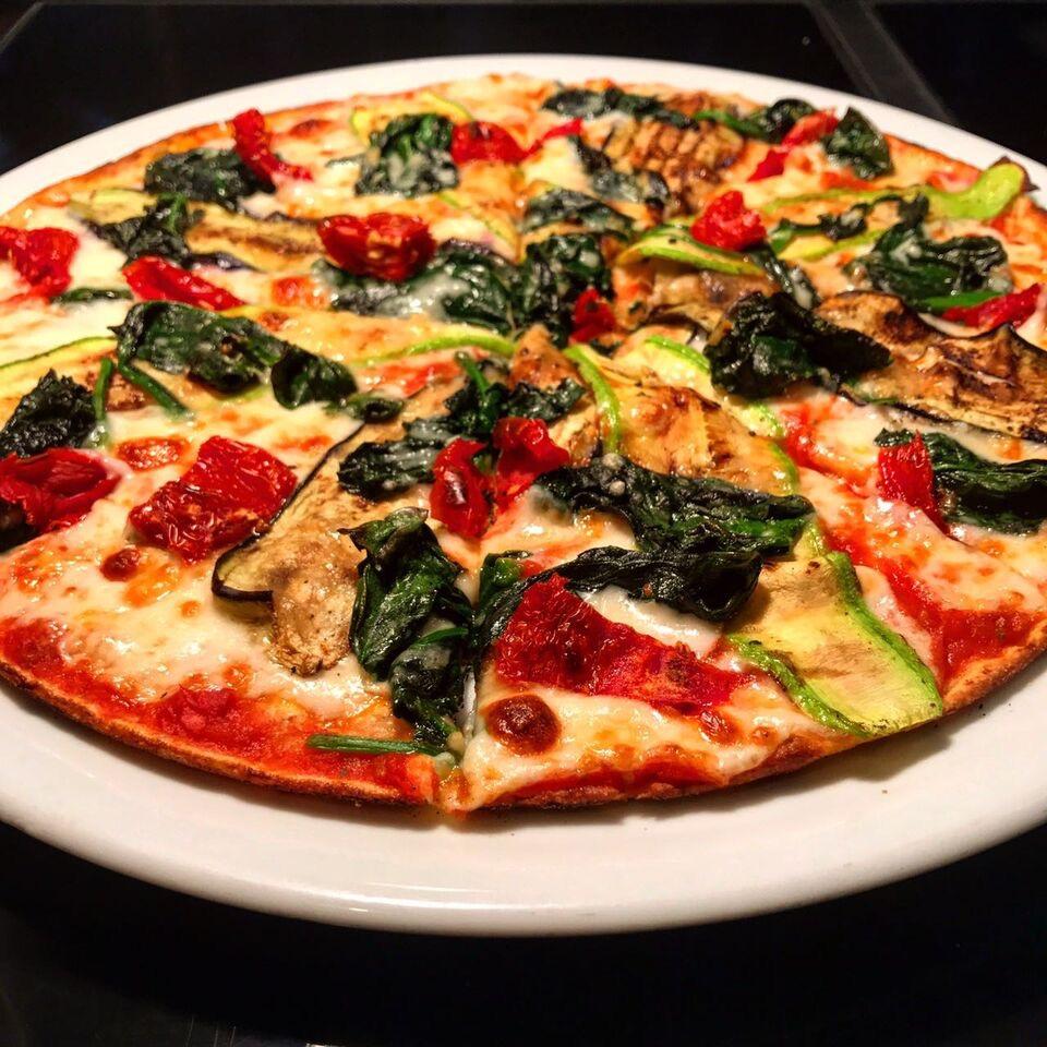 9 ubat d nya pizza g n stanbul 39 da pizzan n en iyi 10 adresi uplifers. Black Bedroom Furniture Sets. Home Design Ideas