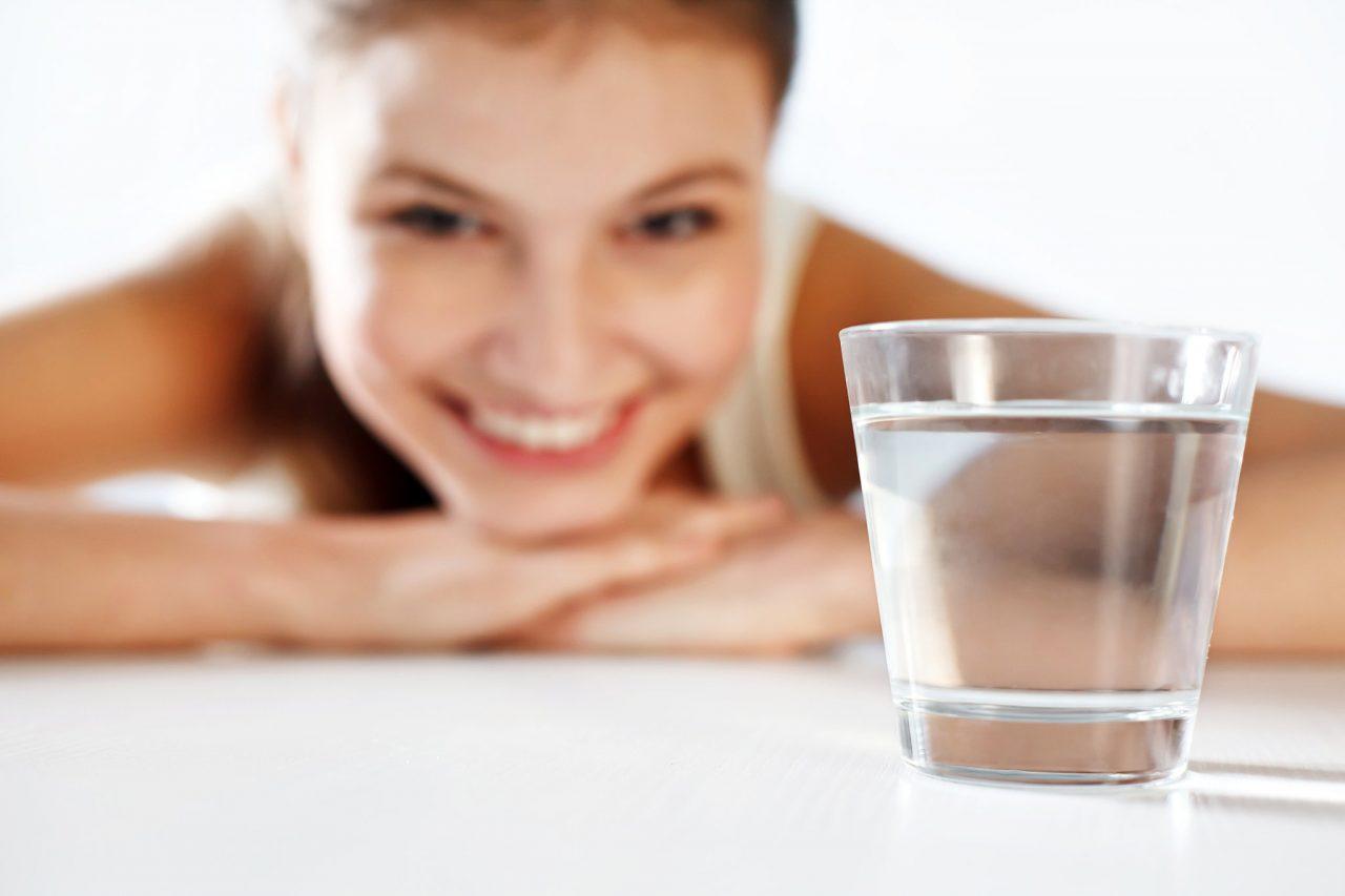 Kendinize su içmeyi hatırlatacak yöntemler bulun!