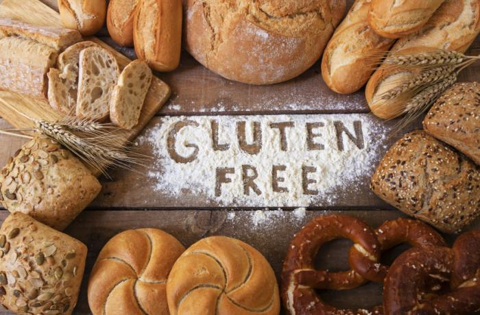 gluten-free-sign-among-bread