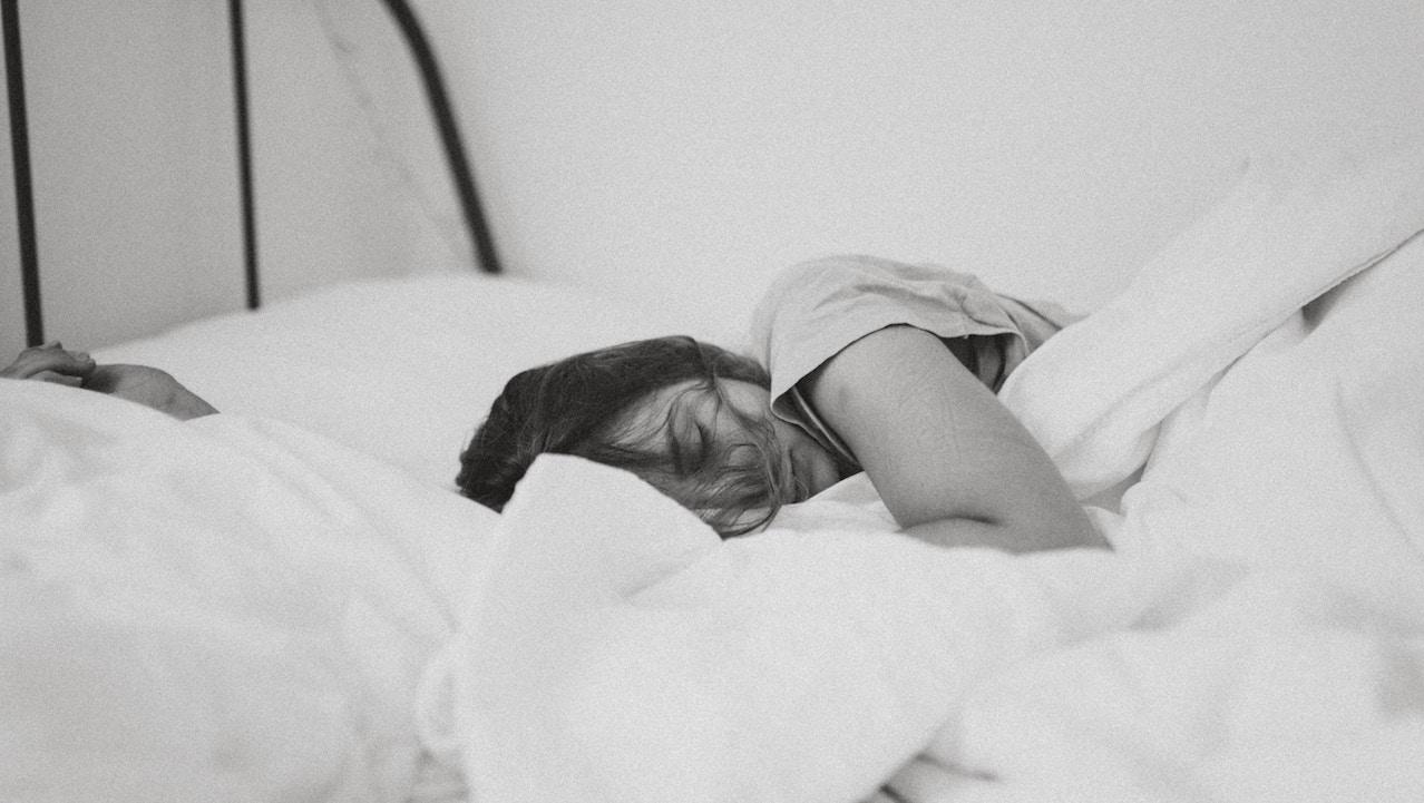 Kol Üzerine Yatarak Uyuma