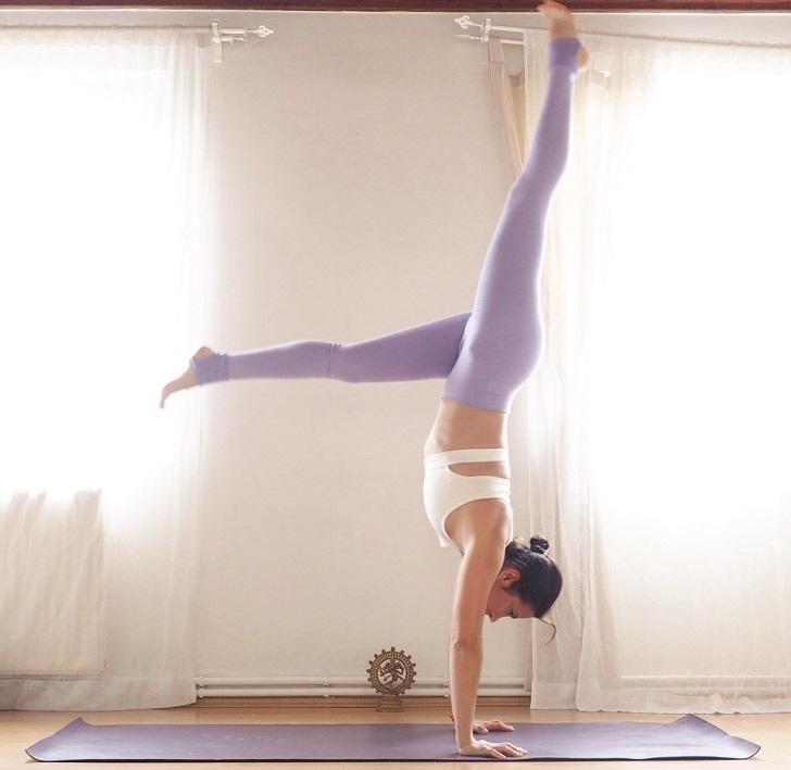 Handstand'i doğru bir şekilde uygulamak için 4 adım