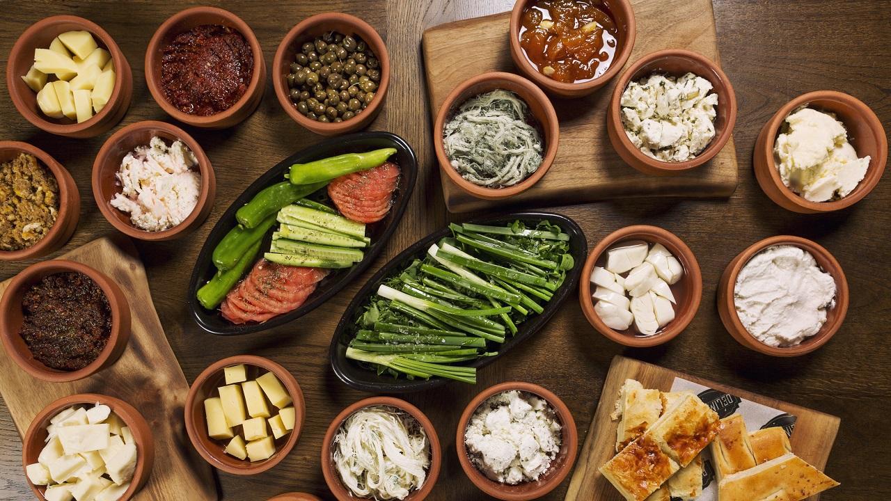 Öğünlerin kralı kahvaltıyı Türkiye'nin her bölgesinden lezzetlerle deneyimlemek