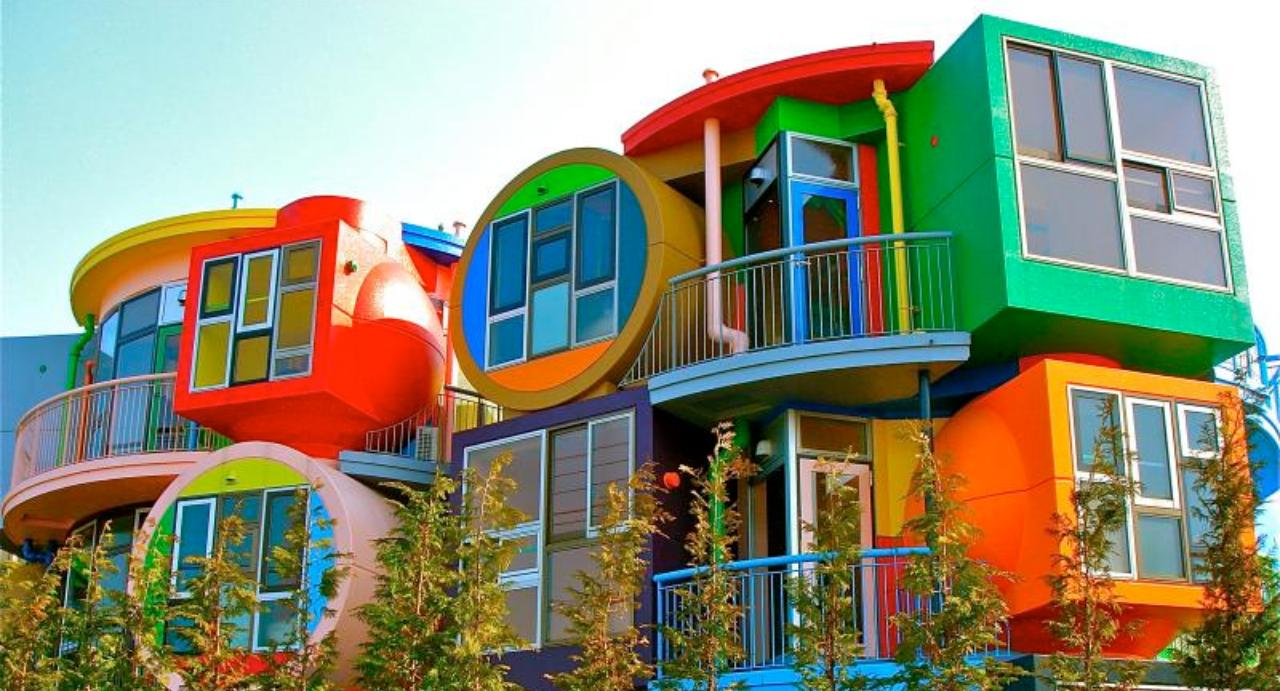 """Renklerin izini süren """"neşeli"""" binalar"""