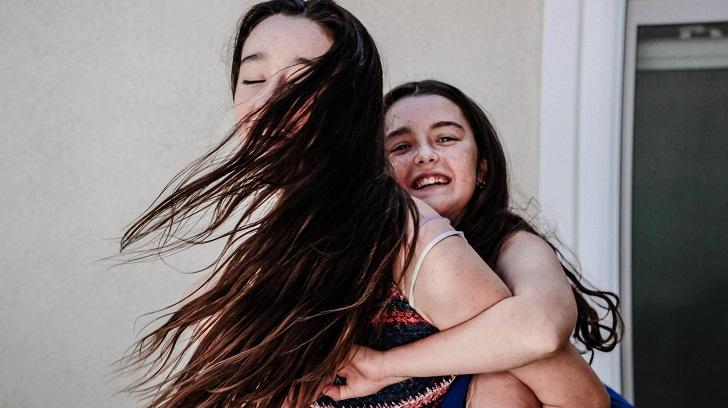 Anneler ergenlik çağındaki kızlarına nasıl davranmalı?