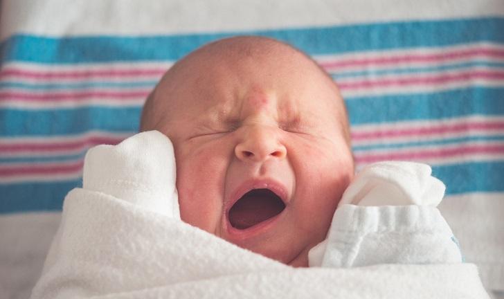 Bebeklerin ağlamasının 8 nedeni ve onları sakinleştirmenin yolları