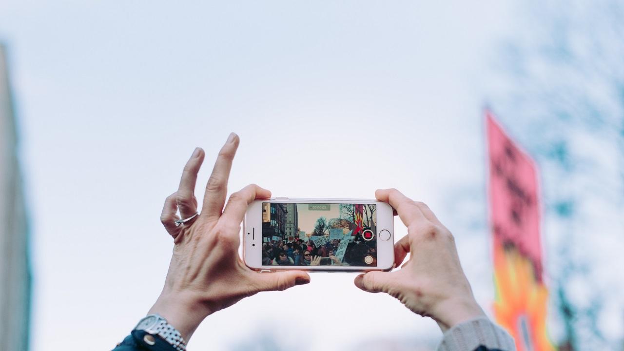 Varoluşsal yalnızlığımızın kaçış noktası: Sosyal medya