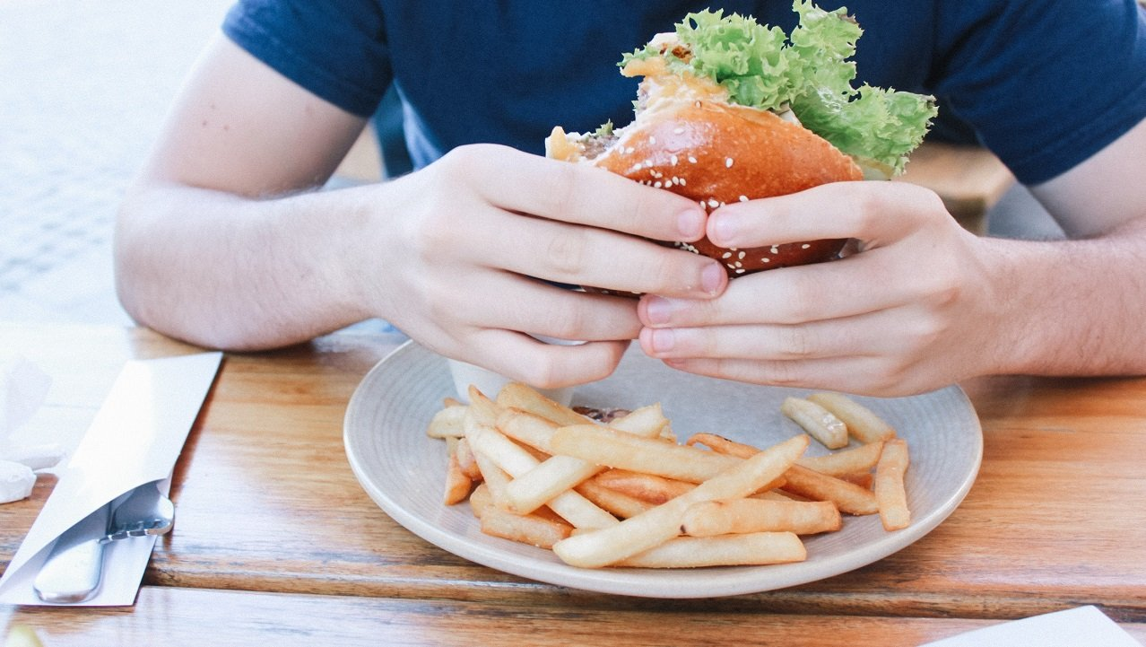 Tıka basa yemek yeme alışkanlığından kurtulmanın 5 yolu