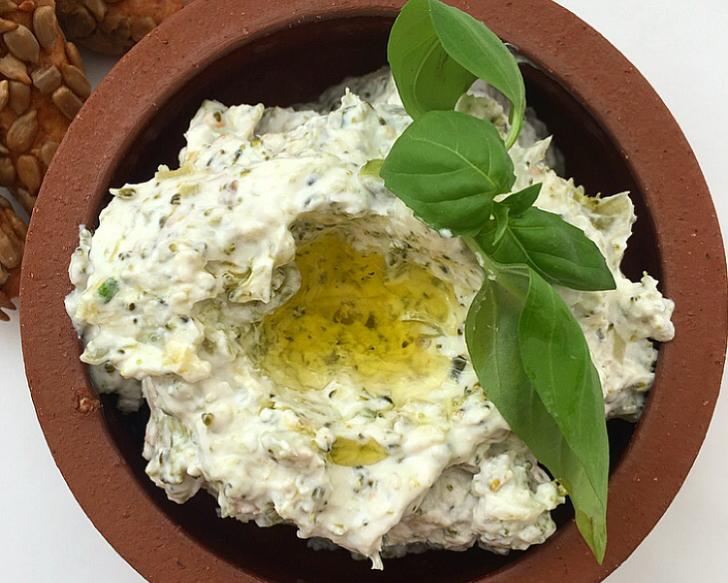 Yaz ayları için ideal: Lezzeti yerinde yoğurtlu salata tarifleri