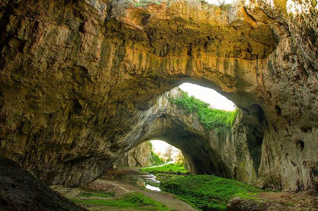 Devetaşkata Mağarası, Bulgaristan