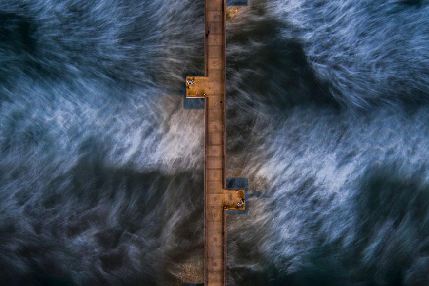 Venedik İskelesi'nin altından akan su, Kaliforniya
