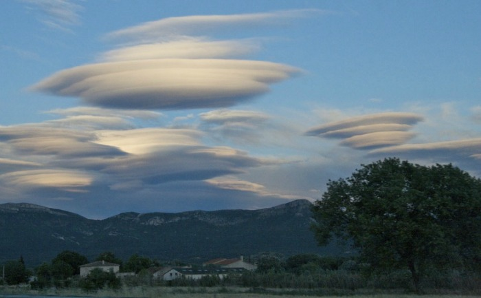 lenticular clouds france