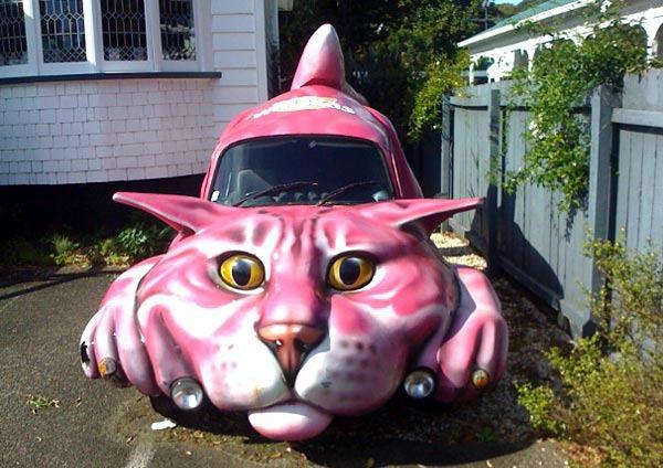 Kedi şeklinde araba