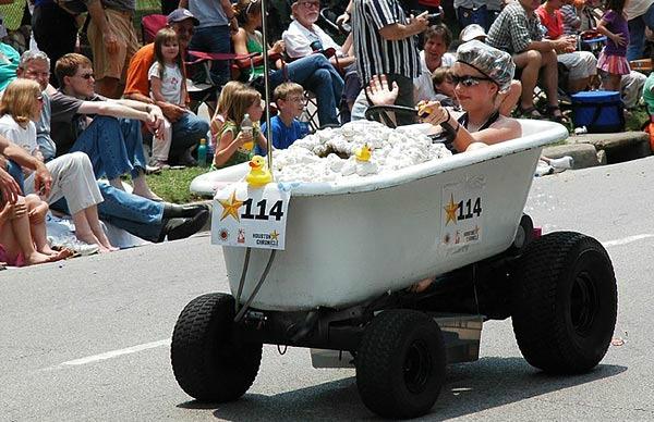 Küvet şeklinde araba