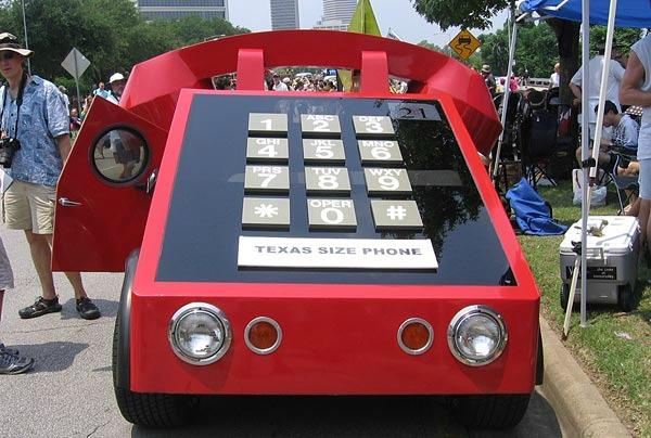 Telefon şeklinde araba