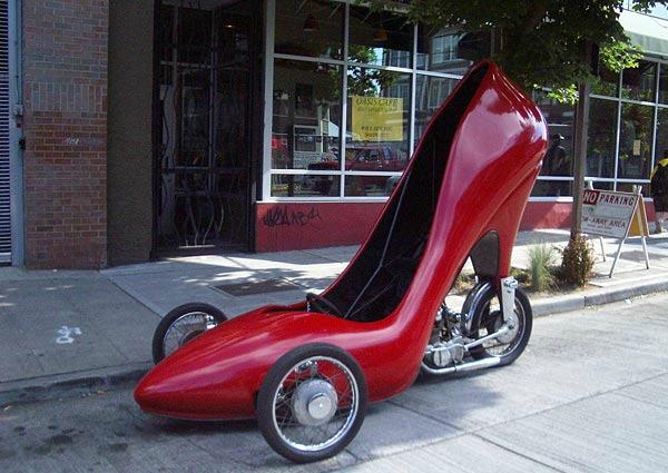 Topuklu ayakkabı şeklinde araba